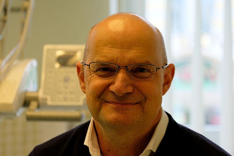 Dr Pálvölgyi Péter fogszakorvos